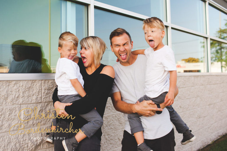 Laughter and light in the eyes :: Holland Family + Children Portrait